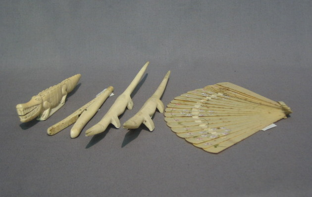 Lot No 1033 3 Carved Ivory Figures Of Crocodiles A Pair