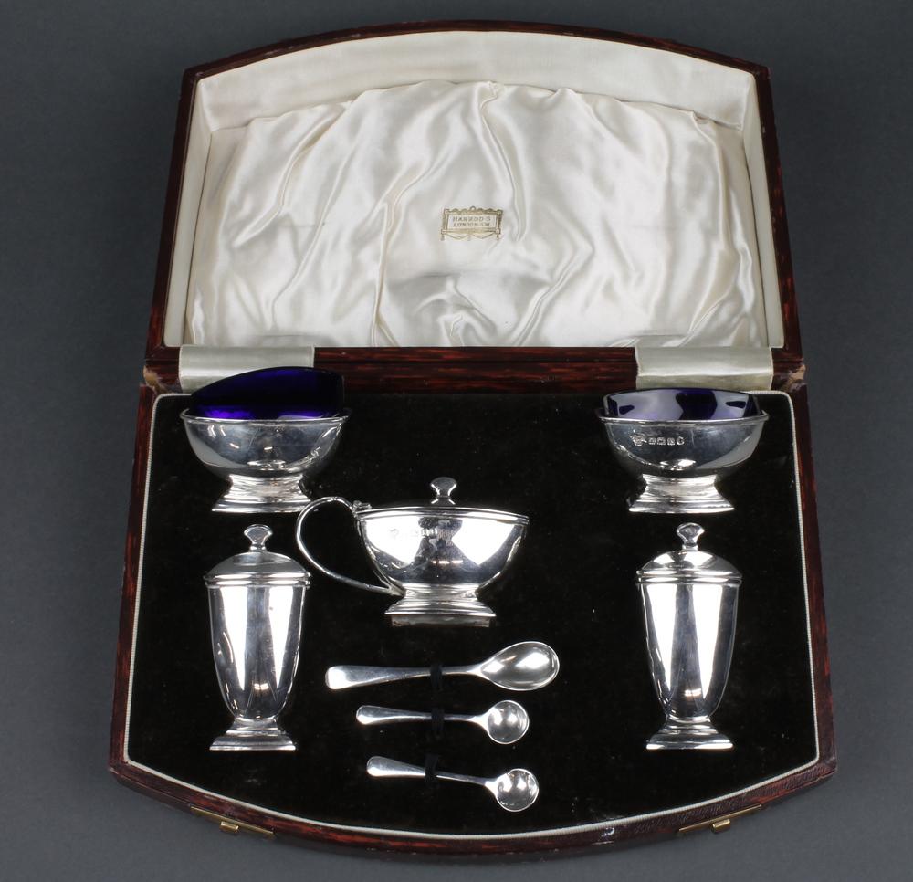 39 glass liners 39 in denhams past antique auctions denhams for 128 grams to ounces conversion table